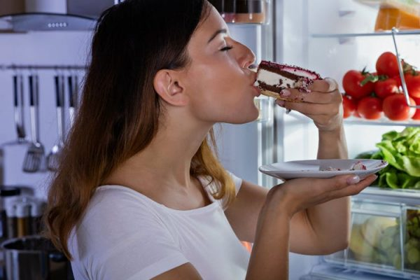 Eating too much sugar can cause a heart attack. Eating sweet foodReputed to contain a mixture of sugar often has a delicious taste.